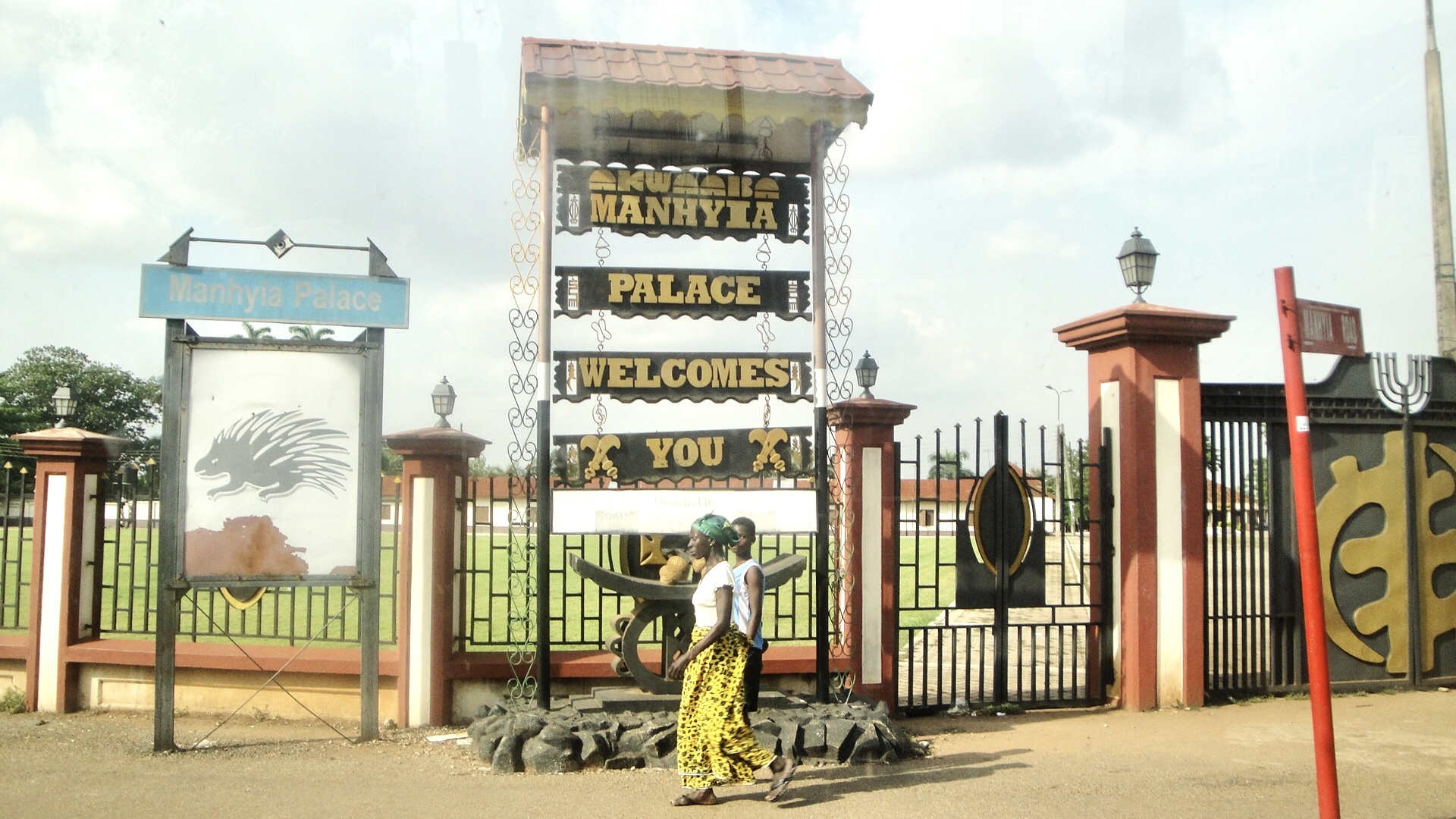Manhyia Palace kumasi-Grassroottours.com